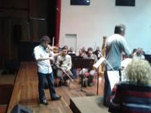 Pedro Meireles ensayando para la grabación junto con la OSV