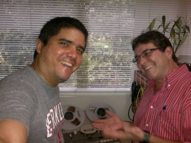 Justo Morao y Luis Yánez en el proceso de digitalización de las cintas