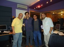 Daniel Espinoza, Alfonzo López Chollett, Justo Morao y Yein González en plena producción