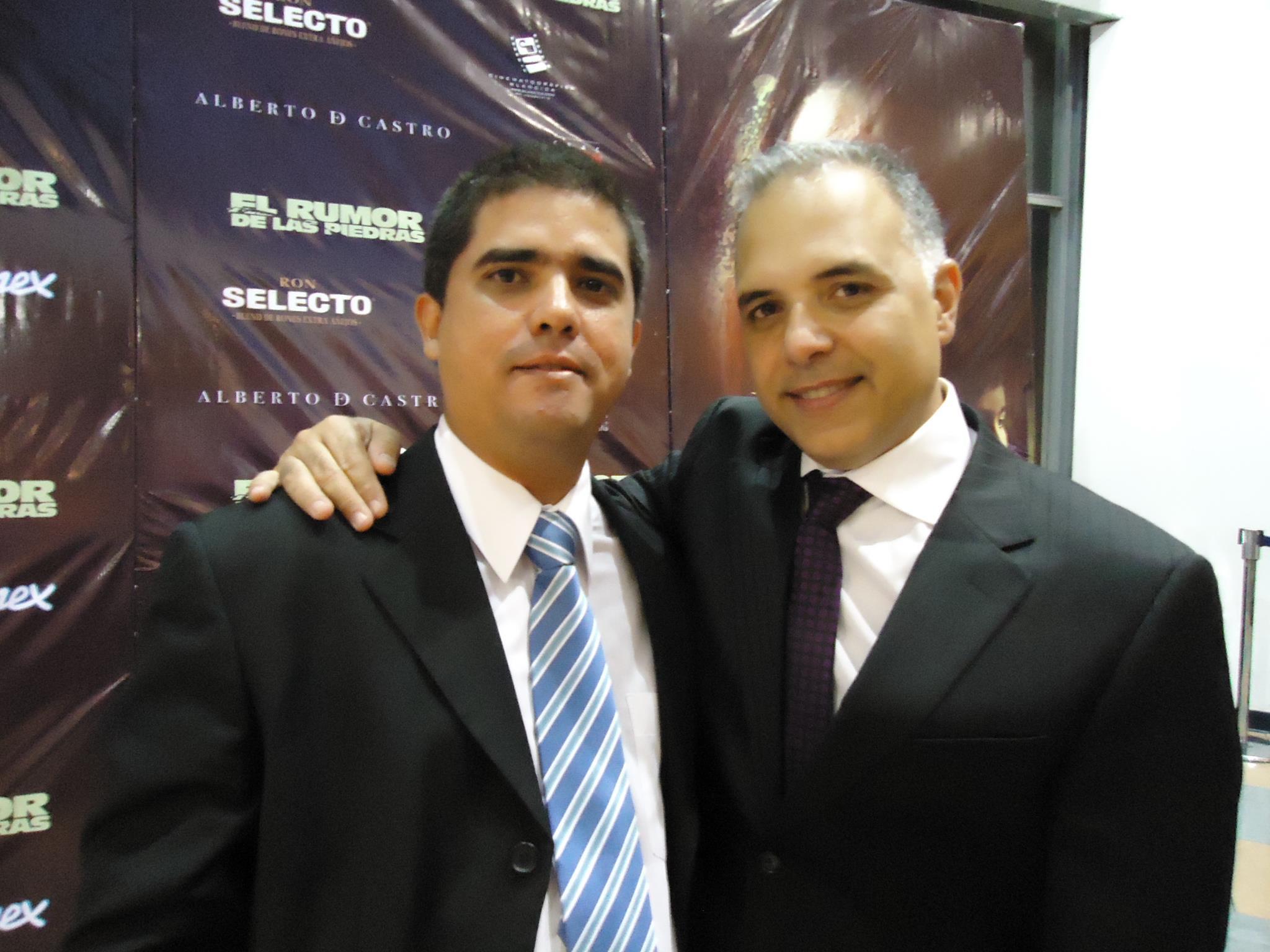 Junto con su director y guionista Alejandro Bellame – SkyNote Studio