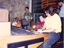 Benjamín Brea revisando su Solo de saxo para proseguir en la grabación. Caracas, 1992.