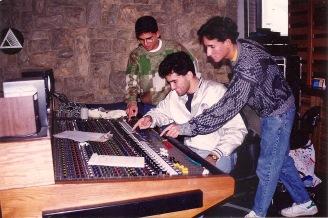 """Justo Morao, Alan González y José Morao grabando su primera producción """"La verdadera historia"""""""